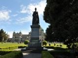 памятник Королеве Великобритании